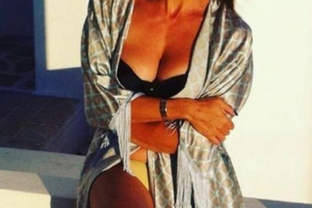Καυτή Ελληνίδα 50αρα «γονάτισε» το instagram! (photos)