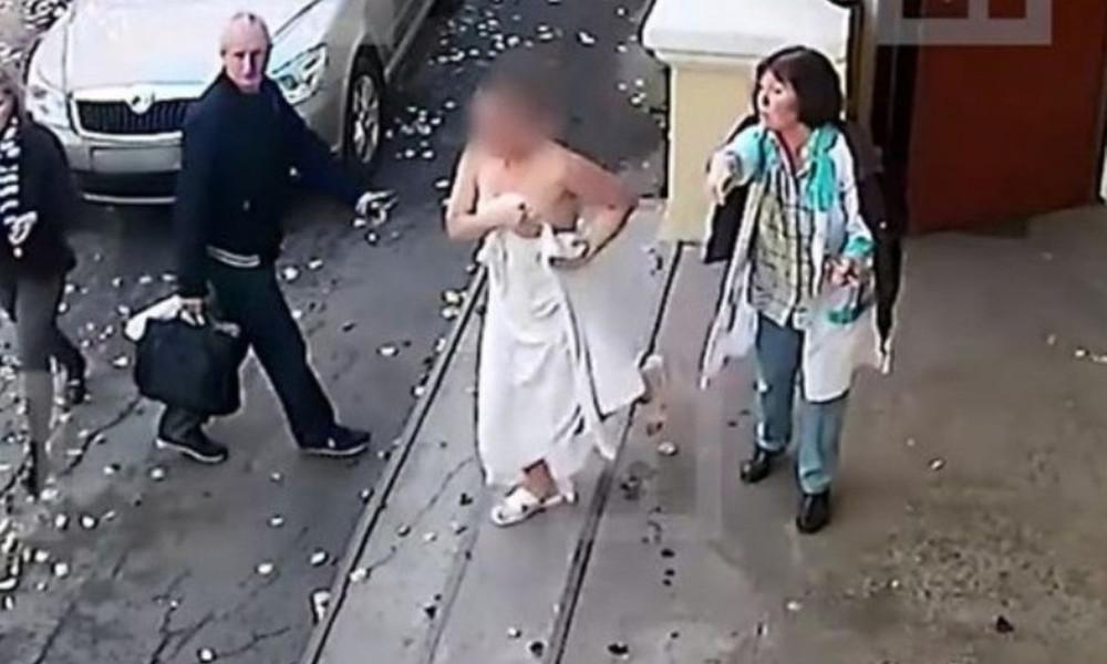 Της βούτηξε το πορτοφόλι από τη σάουνα και τον κυνήγησε γυμνή στο δρόμο! (photos+video)