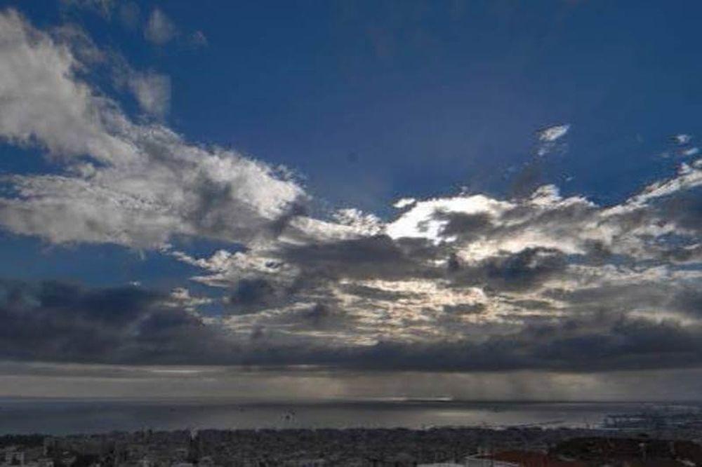 Καιρός: Με ζέστη και συννεφιά η Τρίτη - Δείτε που θα βρέξει (pics)