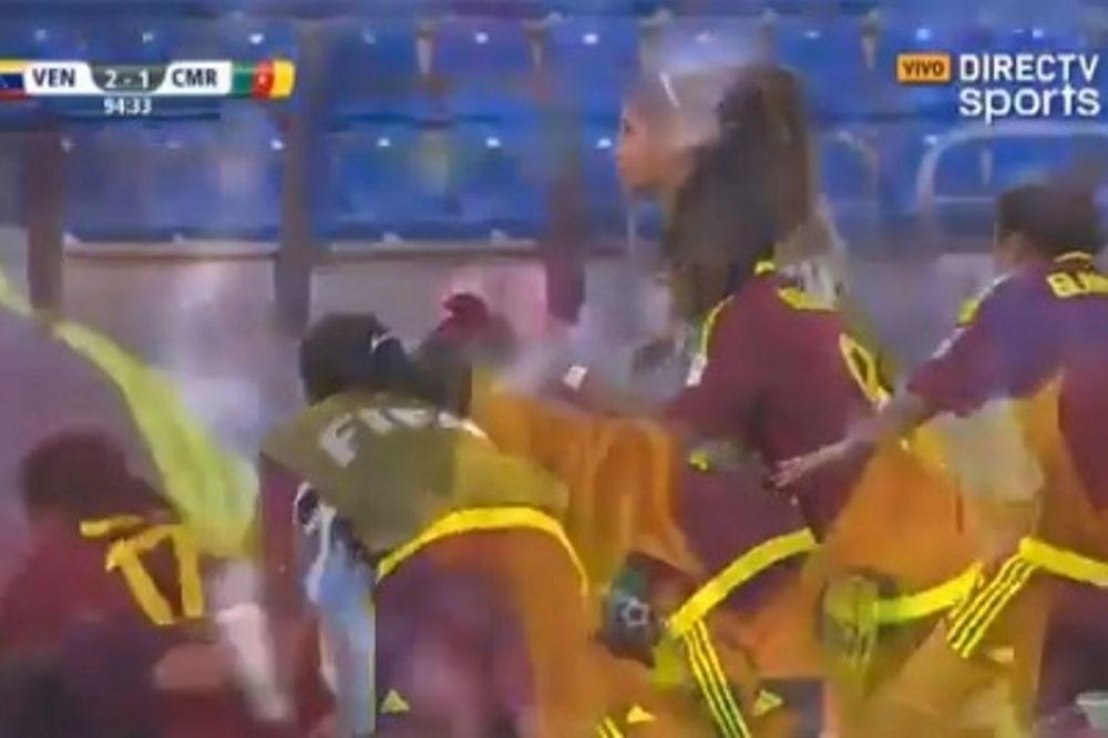 Συστημένο γκολ από το κέντρο στο Παγκόσμιο νεανίδων! (video)