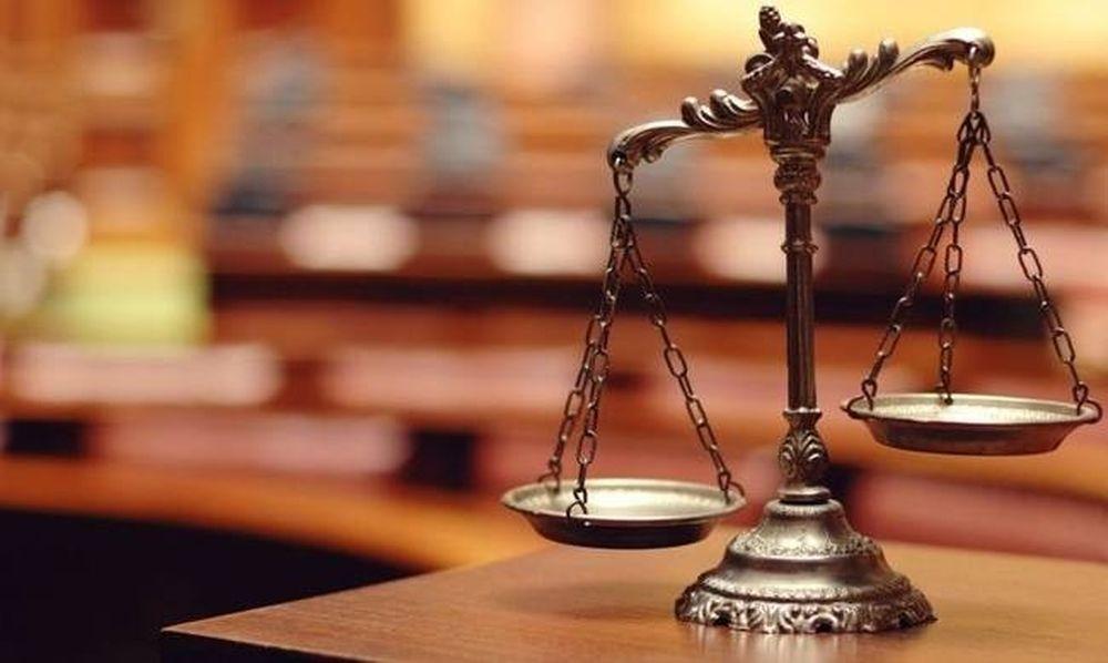 Κράτος - οπερέτα: Ελεύθερος ο εφοπλιστής Καραγιώργης - Απαλλάσσονται Ρέστης και Πάλλης