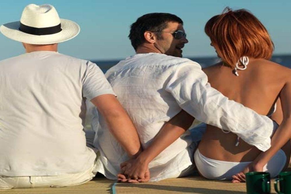Της τρελής σε βάφτιση στο Άργος: Διάβασε λίστα με τους εραστές της γυναίκας του! (video)