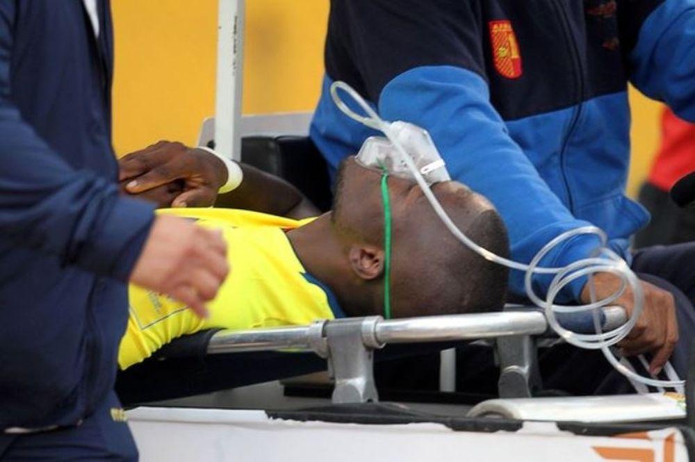 Έκανε τον τραυματία στο γήπεδο για να ξεφύγει από την αστυνομία! (video)