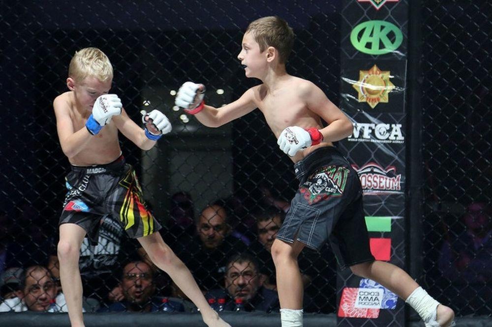 Φρίκη: Αγώνες πάλης με παιδιά ηλικίας 8 και 10 ετών στην Τσετσενία