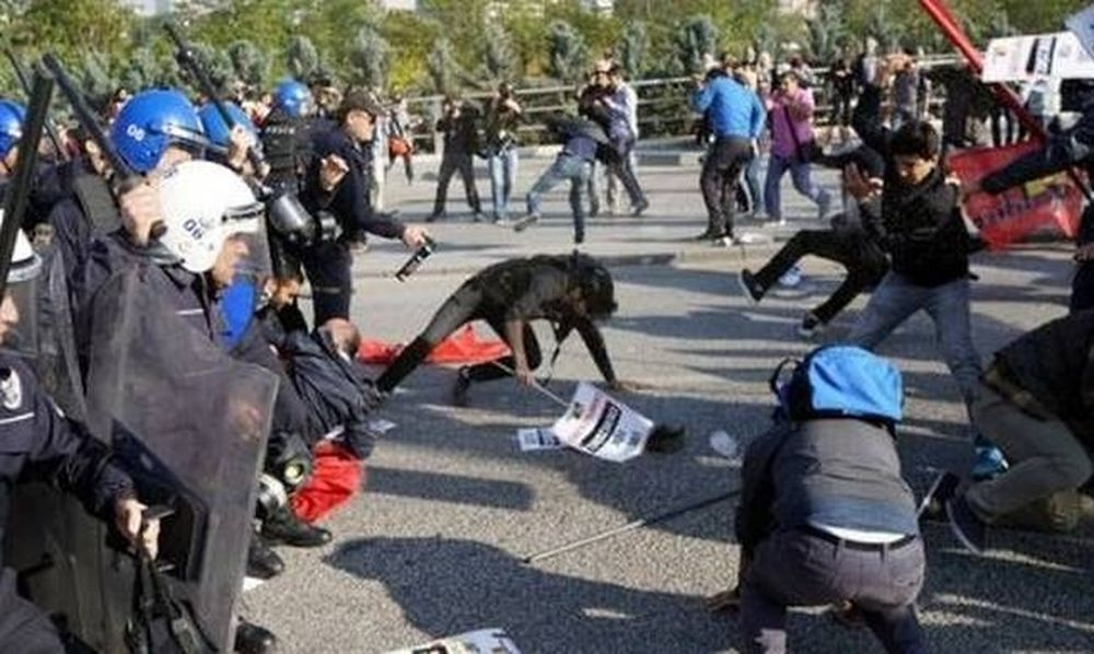 Σοβαρά επεισόδια μεταξύ αστυνομίας και διαδηλωτών στην Άγκυρα (pics)