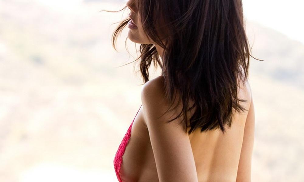 Φοιτήτρια-πορνοστάρ γδύθηκε στο μπαλκόνι της! (photos)