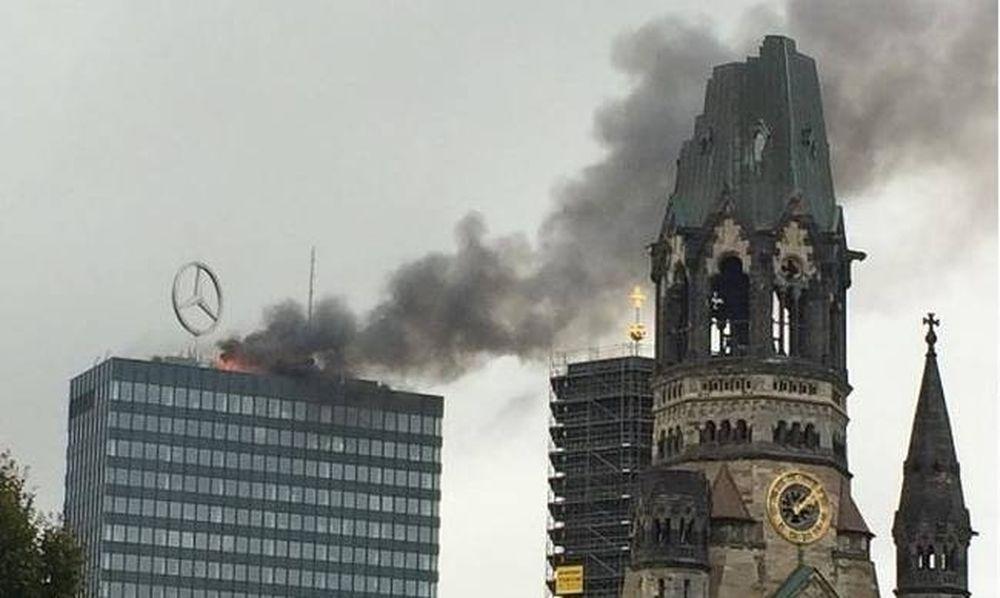 Μεγάλη πυρκαγιά σε ιστορικό κτήριο του Βερολίνου (Pics+Vids)