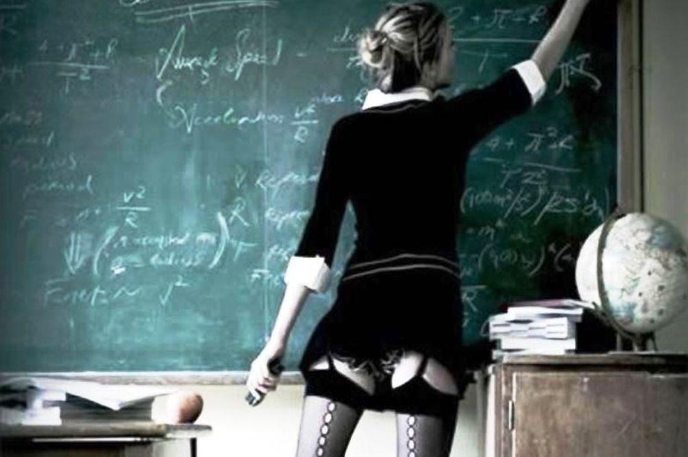 Απίστευτο! Καθηγήτρια το έκανε στην τάξη με δύο μαθητές της! (photo)