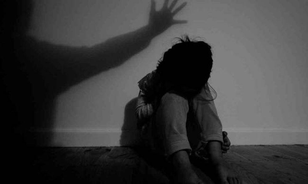 Πάτρα: «Ψάχνουν» πατέρα για κακοποίηση των παιδιών του