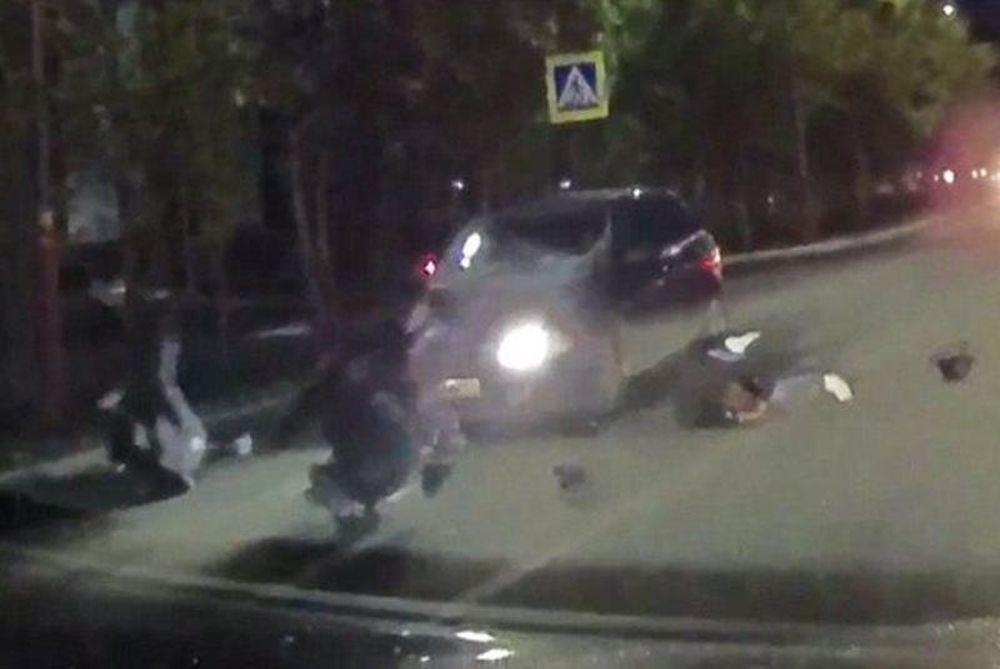 ΣΟΚ! Αυτοκίνητο παρασύρει τέσσερις πεζούς σε διάβαση! (video)