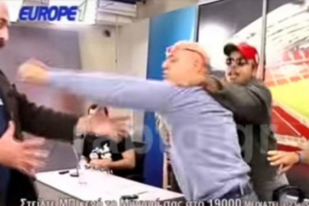 Απίστευτο! Οπαδός μπούκαρε στην εκπομπή του Ραπτόπουλου και έπαιξε ξύλο on air! (video)