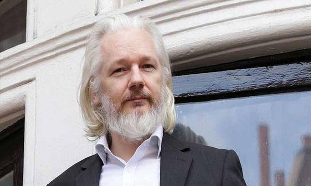 Βομβα! «Οι επόμενες αποκαλύψεις της Wikileaks θα βάλουν φυλακή την Κλίντον» (Vid
