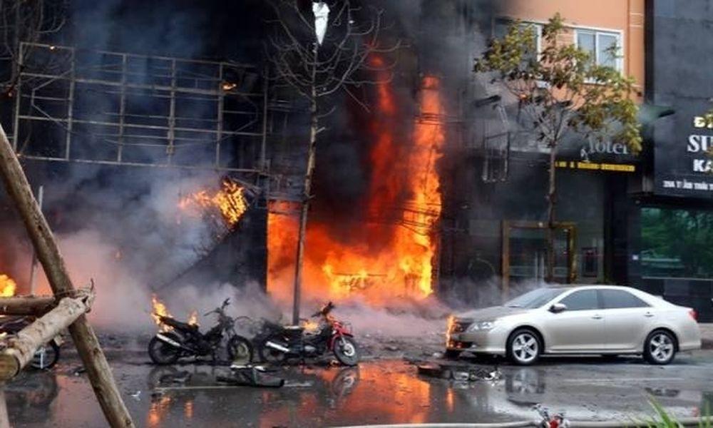 Τραγωδία στο Βιετνάμ: Τουλάχιστον 13 νεκροί από πυρκαγιά σε μπαρ (videos+photos)