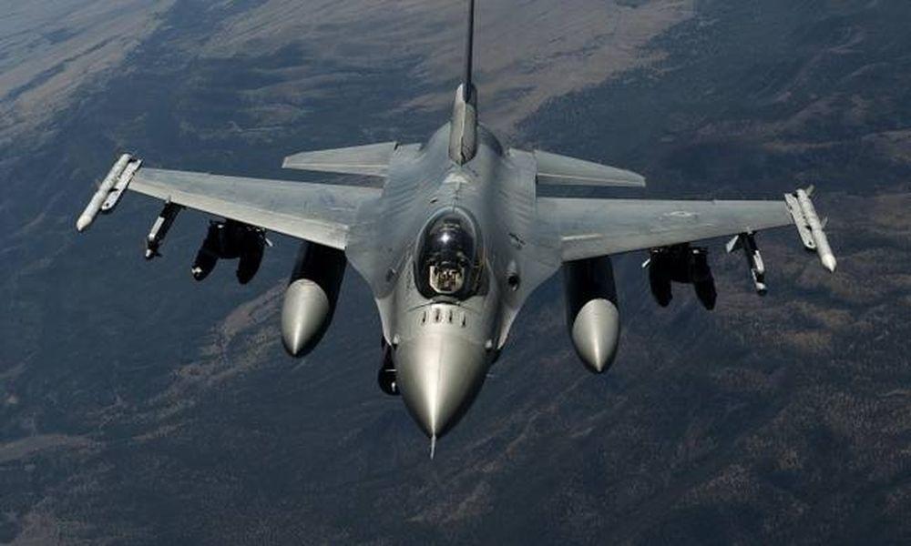 Πιλότος μαχητικού αεροσκάφους F-16 λιποθύμησε στο κόκπιτ – Δείτε τι τον έσωσε στο παρά πέντε (vid)