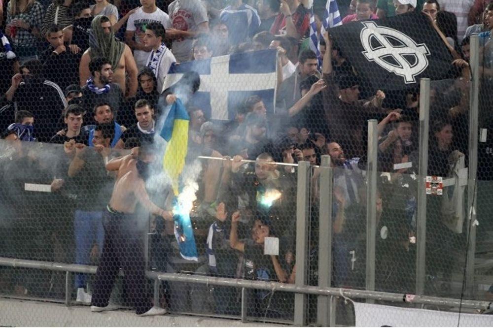 Σοκαριστική εικόνα με τον τραυματία Βόσνιο οπαδό! (photo)