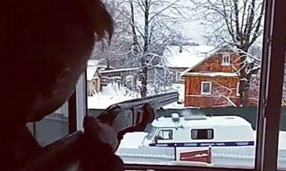 Σοκ: Δύο 15χρονα παιδιά πυροβόλησαν αστυνομικούς σε live video και αυτοκτόνησαν (vid)