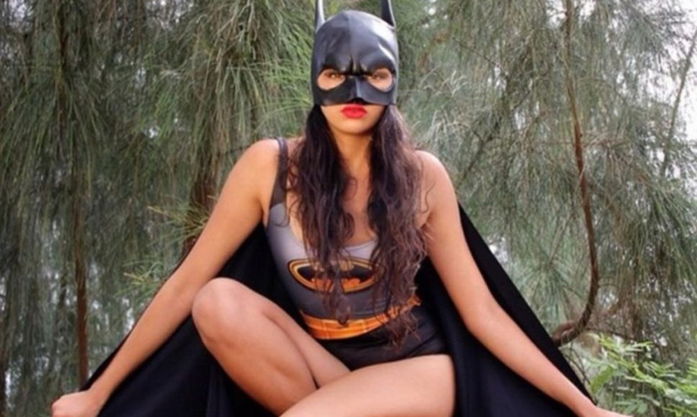 Ντύθηκε Batman και μας συ-στήθηκε η Χαβανέζα! (photos)