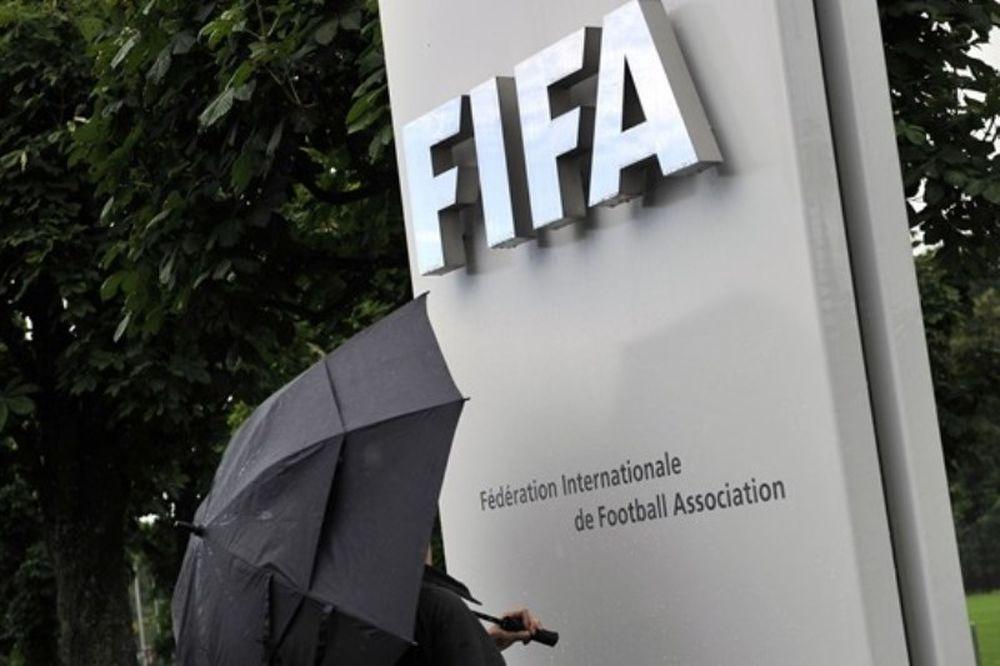 FIFA και UEFA στηρίζουν τον Κουτσοκούμνη