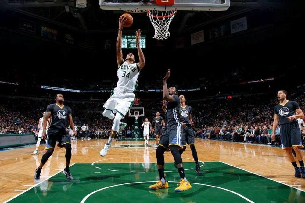 NBA: Μυθικός «Giannis» κόντρα στους «πολεμιστές» (videos)