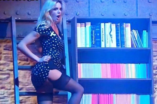 Κολασμένο upskirt από την Ρία Αντωνίου on air! (video)