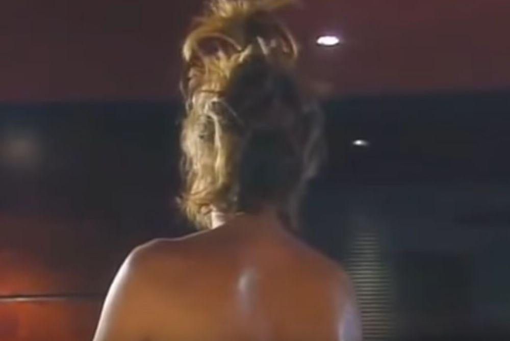 Πασίγνωστη ελληνίδα ηθοποιός τα δίνει όλα στο κρεβάτι (video)