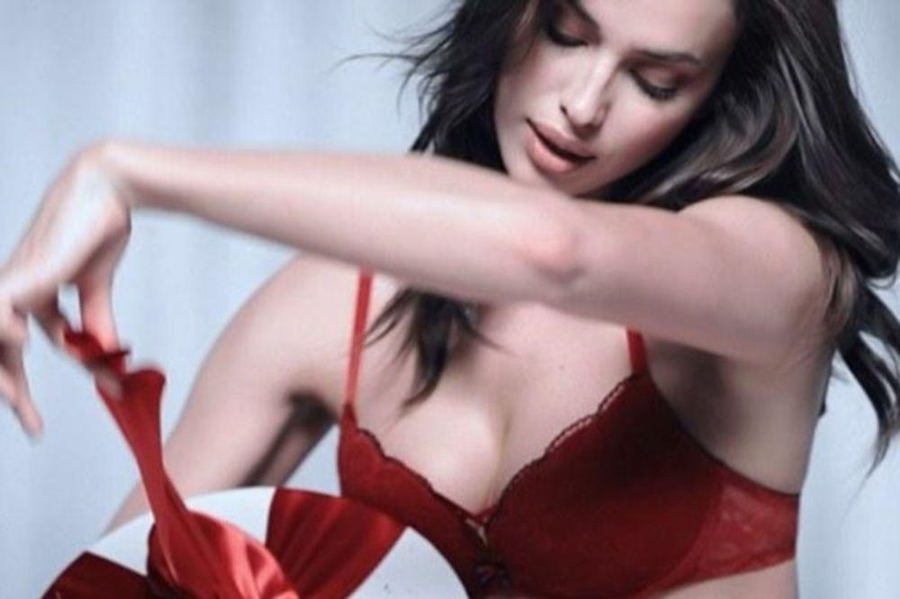 H Ιρίνα φόρεσε τα κόκκινα και «μύρισαν» Χριστούγεννα! (photos)