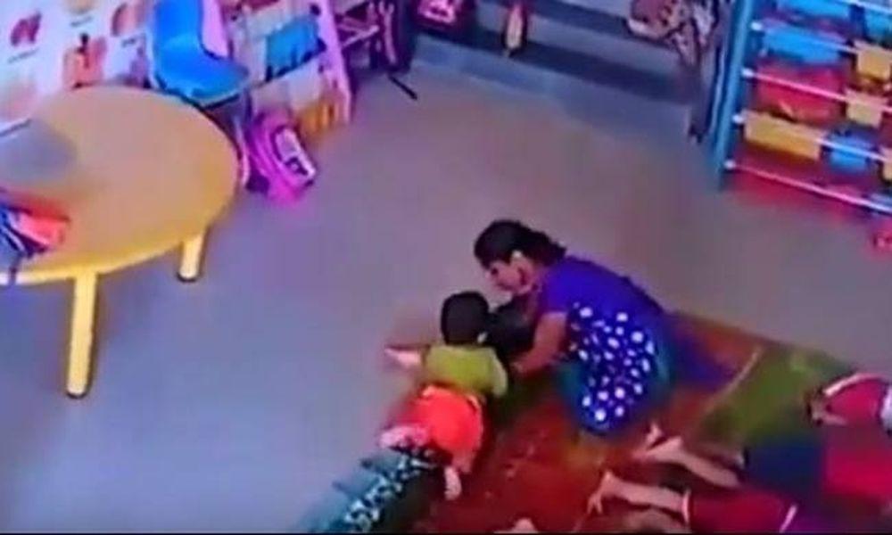 Βίντεο σοκ: Νηπιαγωγός πετά μωρό στο πάτωμα και το χτυπά στο κεφάλι