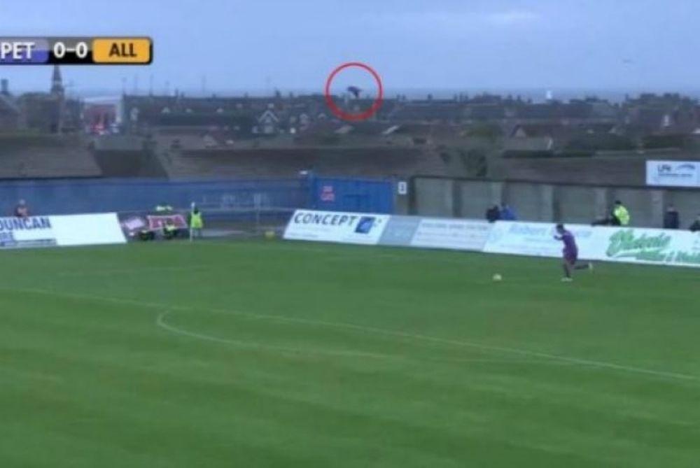 Τερματοφύλακας χτυπάει γλάρο… (video)
