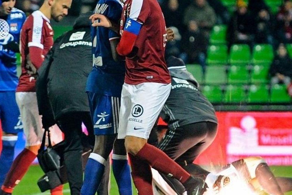 Χαμός στο Μετς-Λιόν: Τραυματίστηκε τερματοφύλακας απο κροτίδα! (video)