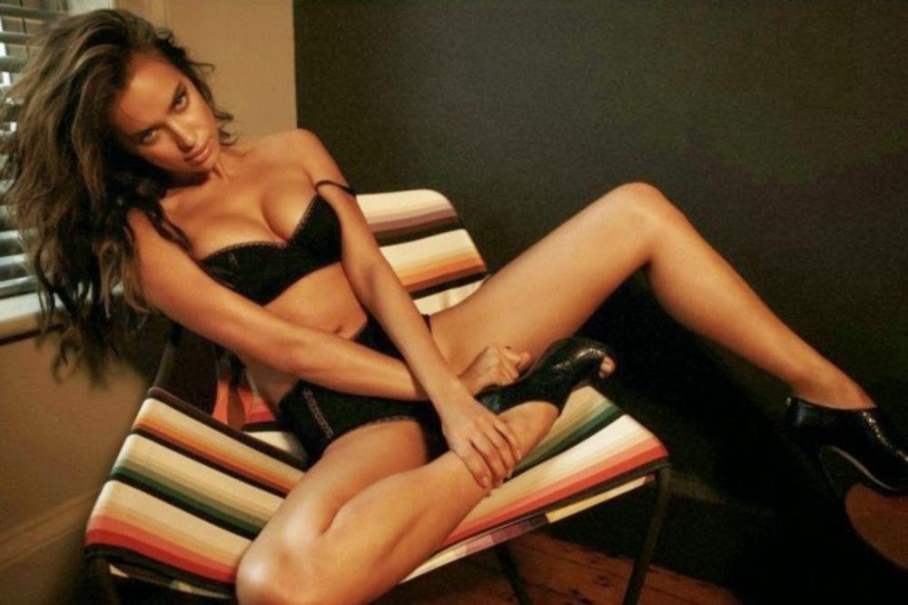 H Ιρίνα Σάικ και το παγάκι της (photos)
