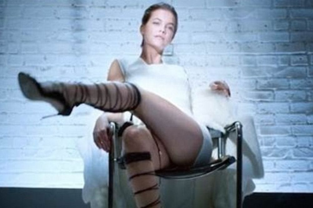 To «βασικό ένστικτο» όπως δεν το έχεις ξαναδεί (χωρίς την Σάρον Στόουν)! (video)