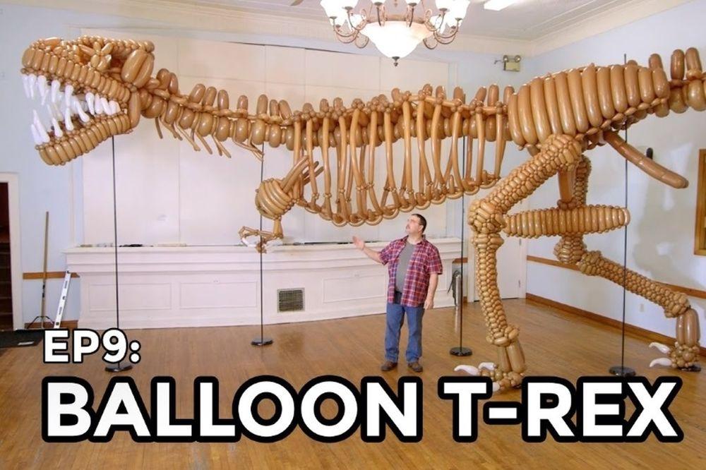 Φοβερό: Δείτε τον μεγαλύτερο δεινόσαυρο από μπαλόνια (video)