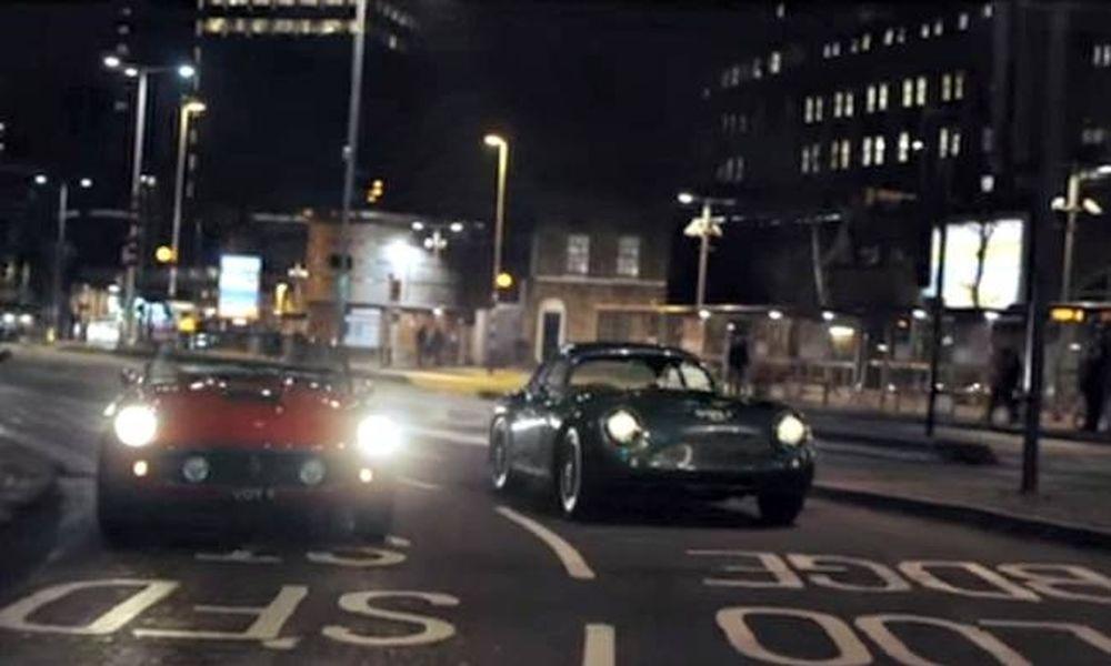 Τρία αυτοκίνητα θρύλοι «κοντράρονται» στους δρόμους του Λονδίνου