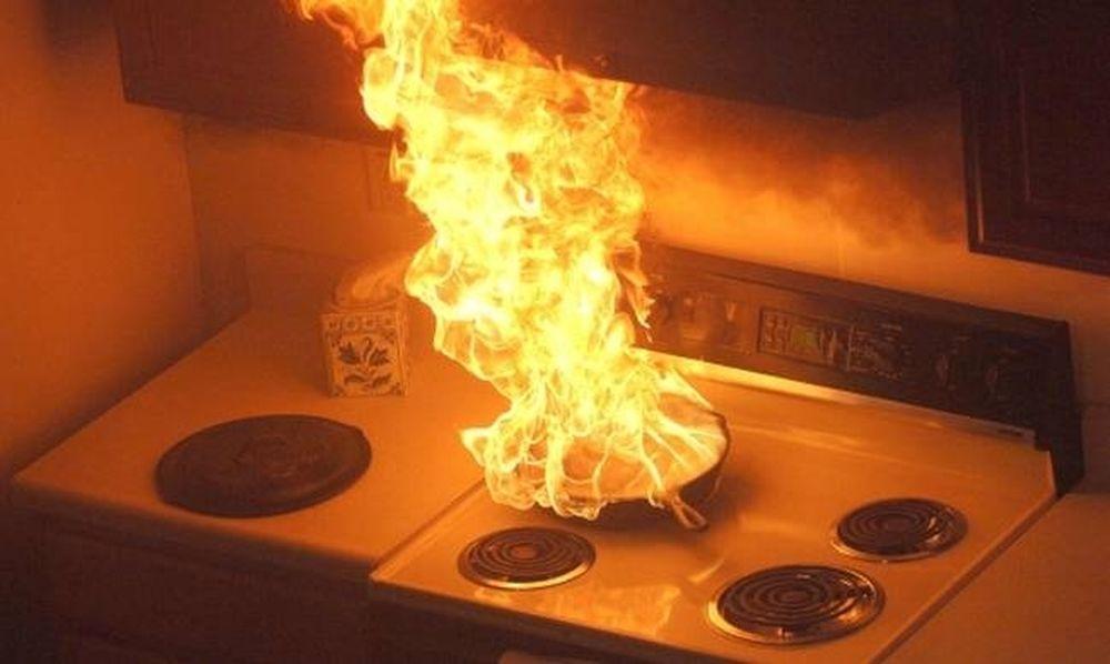 Φρικιαστικό: Κάηκε το πρόσωπο Ελληνίδας ηθοποιού από φωτιά στην κουζίνα - Την πήραν τυλιγμένη!