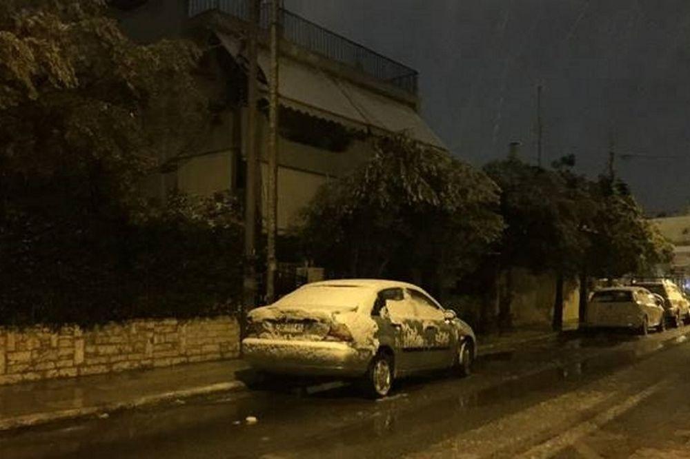 Χιονιάς σαρώνει την Αθήνα: Το «έστρωσε» και στα νότια προάστια