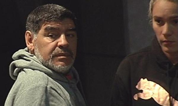 Δεν μας τα λέει καλά ο Μαραντόνα: Επιτέθηκε στη σύντροφό του