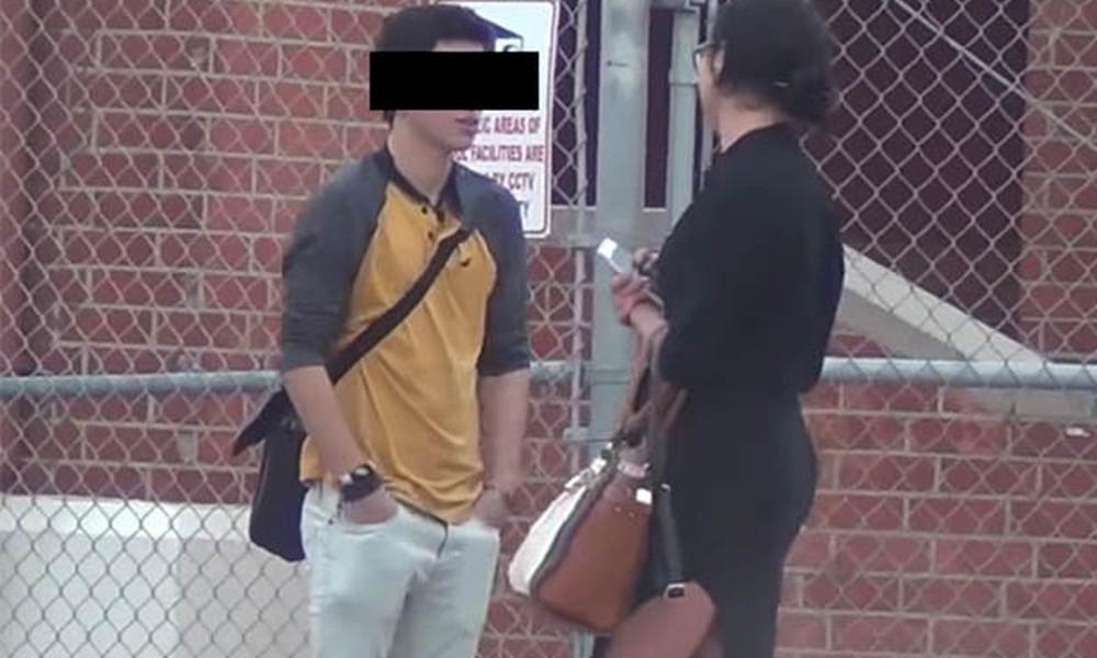 Σοκ! Σέξι καθηγήτρια θέλει να φορέσει προφυλακτικό σε μαθητή μπροστά στο κορίτσι του!