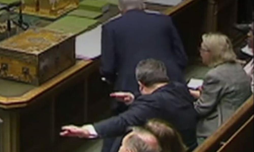 Έκανε... dab μέσα στο κοινοβούλιο!