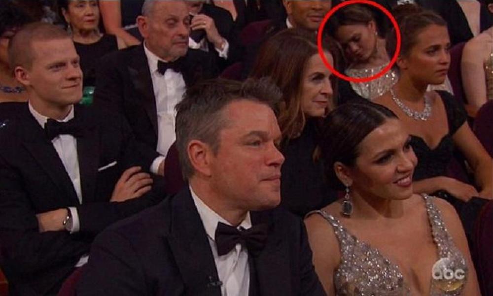 Viral: Top model κοιμήθηκε στην τελετή των Όσκαρ!