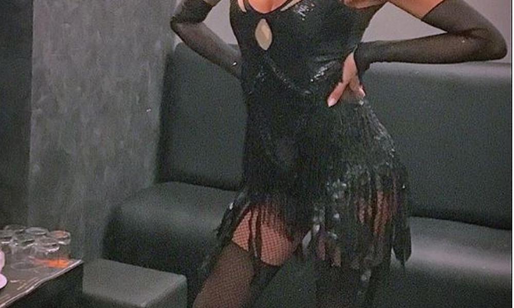 Ελληνίδα τραγουδίστρια άναψε «φωτιές» με ζαρτιέρες!