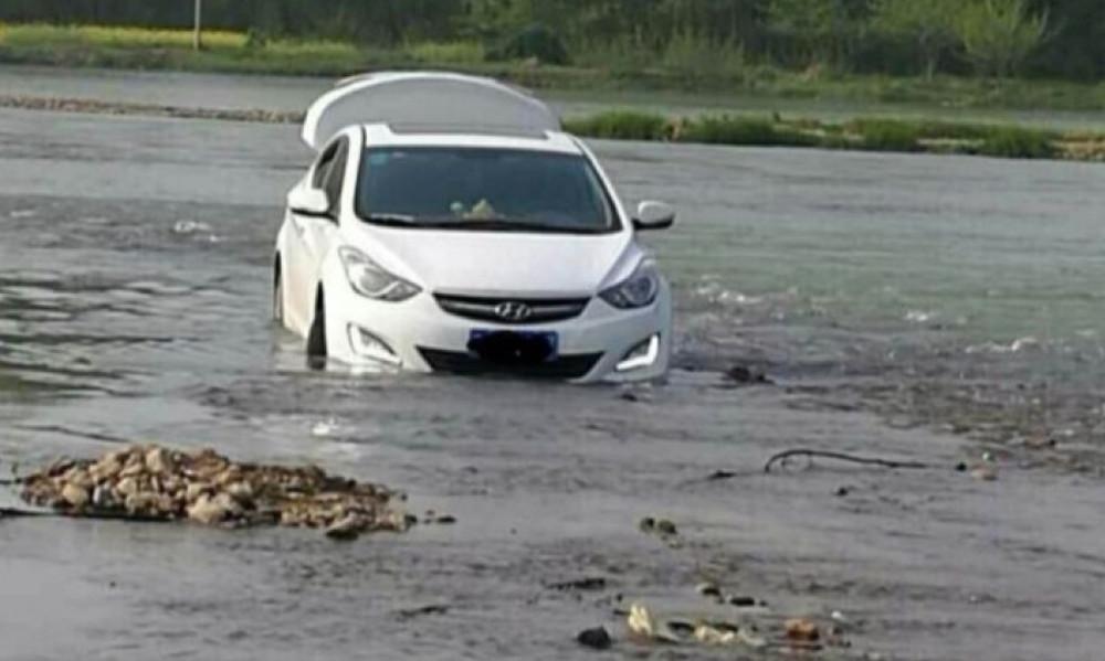 Δεν υπάρχει: Οδηγός μπήκε στο ποτάμι γιατί… του το είπε το GPS!