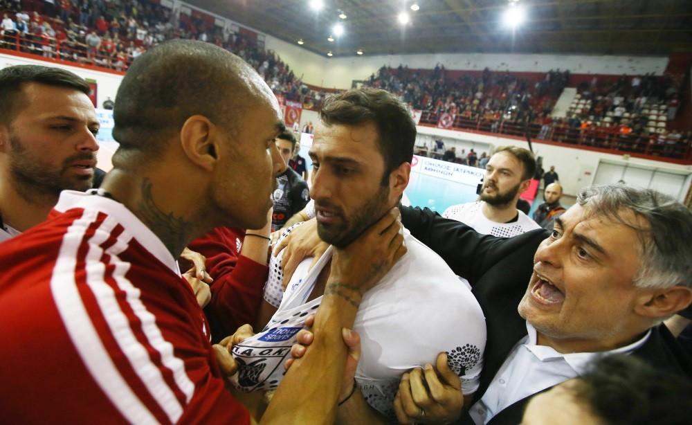 Ολυμπιακός-ΠΑΟΚ: Έτσι «αρπάχτηκαν» Αγκάμεζ-Ανδρεάδης