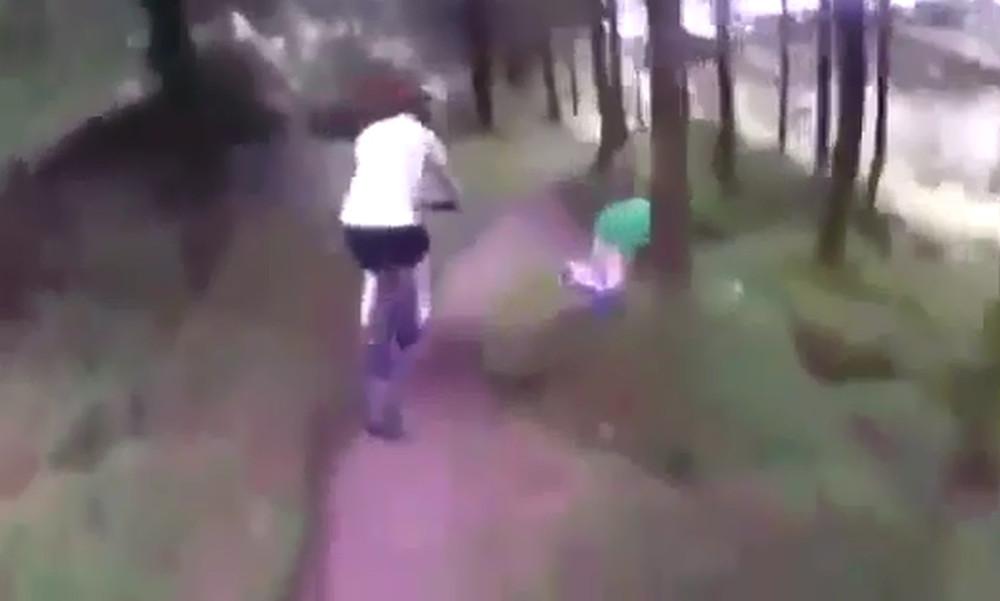 Επικό! Ζευγάρι το έκανε στο δάσος και τους… ανακάλυψαν ποδηλάτες!