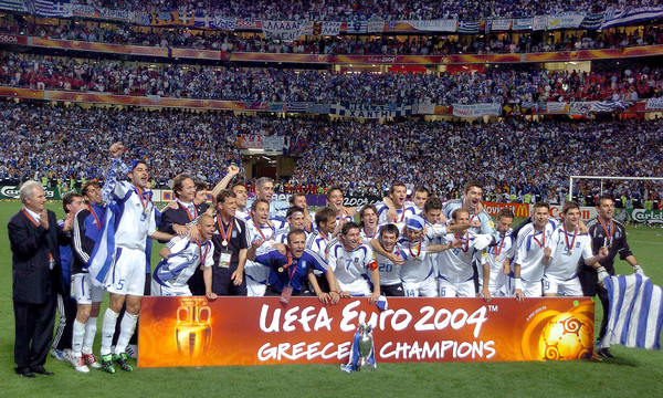 Σαν σ?μερα η Ελλ?δα ?τρ?λανε? την Ευρ?πη: Το ΕΠΟΣ του Euro 2004! (photos+videos)