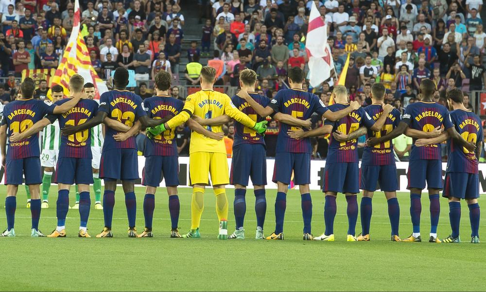 Ανατριχιαστικές στιγμές στο «Κάμπ Νόου» για τα θύματα της Βαρκελώνης! (video)