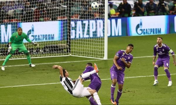 Top 10: Tα κορυφαία γκολ στους τελικούς του Champions League (poll)