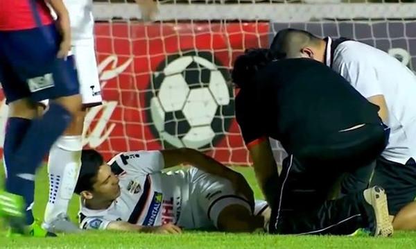 Σοκαριστικός τραυματισμός! Έσπασε το πόδι του στα δυο (vid)