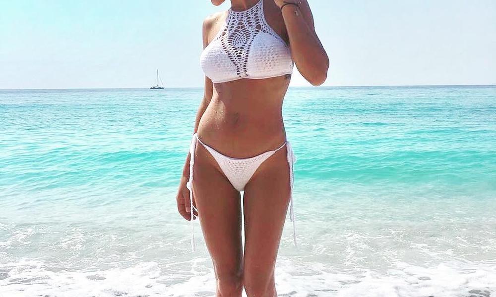 Αυτή η Ελληνίδα τραγουδίστρια έχει την καλύτερη κορμάρα!