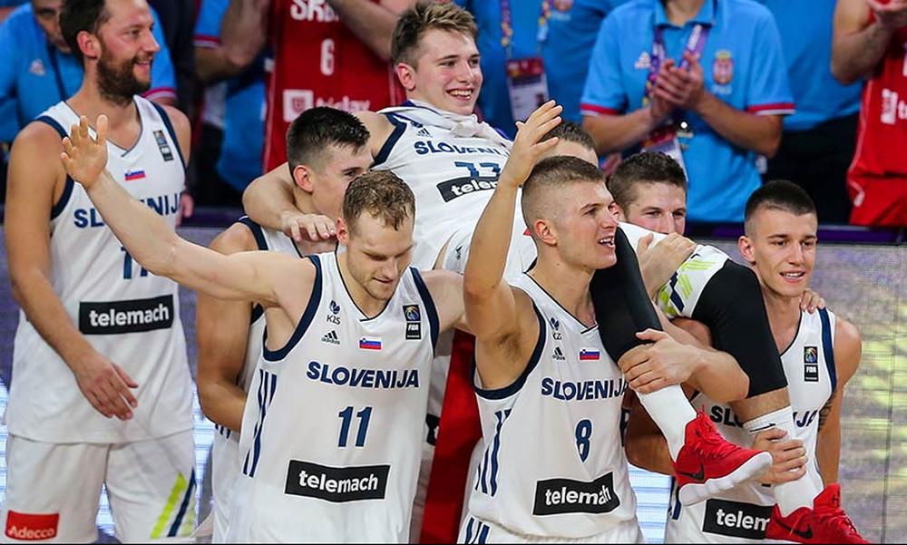 Ευρωμπάσκετ 2017: Υπόκλιση! Σήκωσαν στα χέρια τον τραυματία Ντόντσιτς (video)