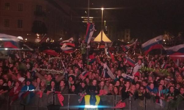 Χόρευαν στη βροχή 20.000 Σλοβένοι για τους Πρωταθλητές Ευρώπης (vids)